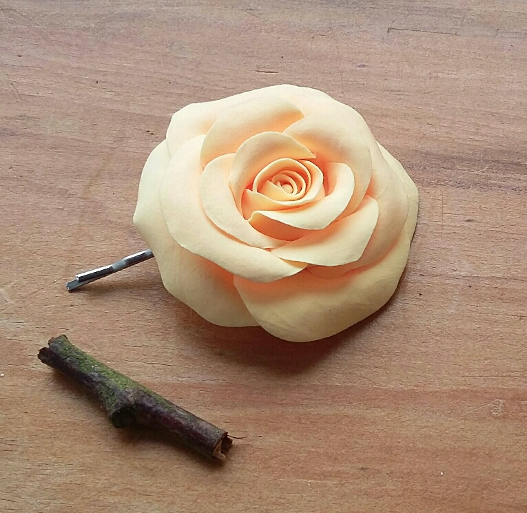 Pale yellow rose bobby pin