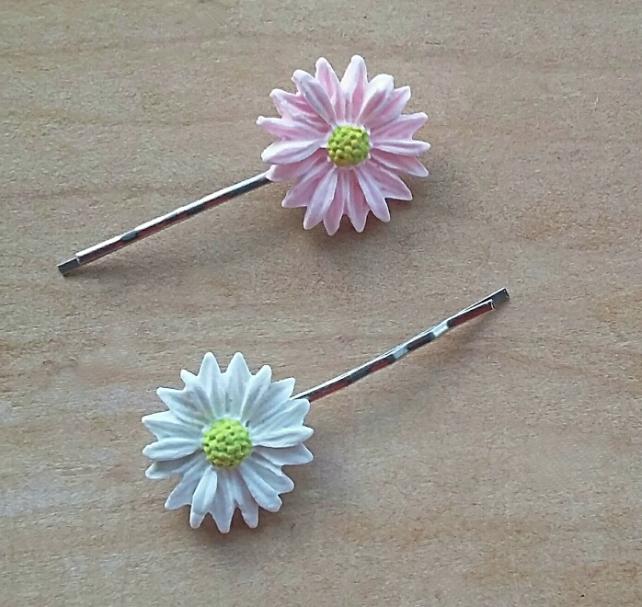 bobby pins pink