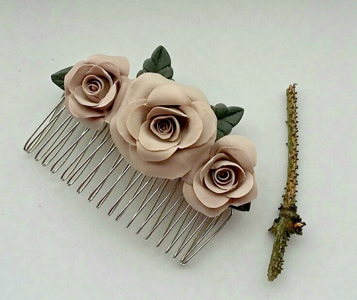 A flower hair comb