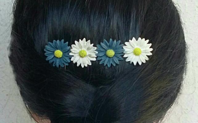 Daisy hair comb